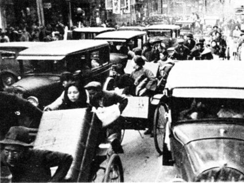 1931年(昭和6年)9/18「満州武力侵攻」、1932年5/15、犬養首相暗殺「5.15事件」